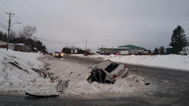 Un automobiliste dans la trentaine perd la vie dans une collision avec un poids lourd