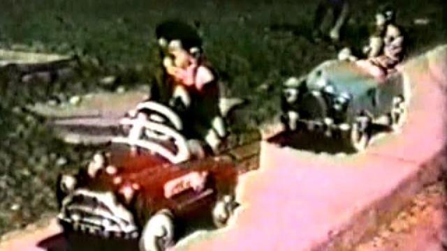 Souvenirs d'anciennes voitures pour enfants fin 50