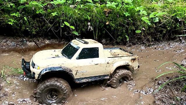 Traxxas TRX-4 Defender/Sport dans la boue